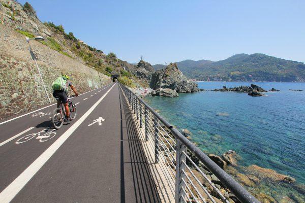 Levanto e l'Alta Via delle Cinque Terre in enduro